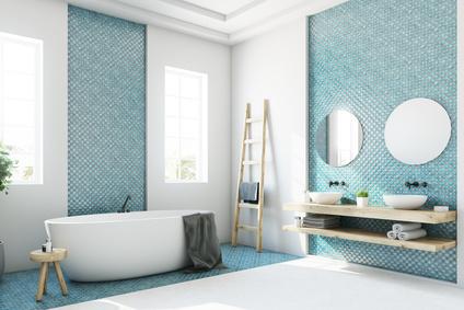 Acryl oder Emaille Badewanne im Badezimmer