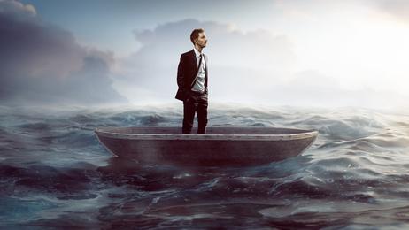 Badewannen Rennen Mann in Boot